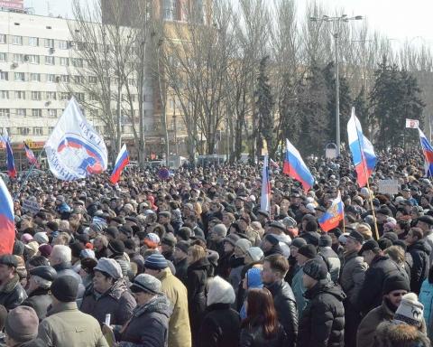 Folkemasse av Pro-russiske ukrainere
